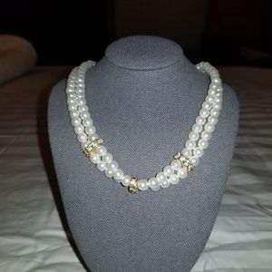 Choker style pearl necklace with crystals